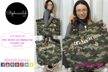 Come decorare una shopping bag con patch Stradivarius e pin Bershka
